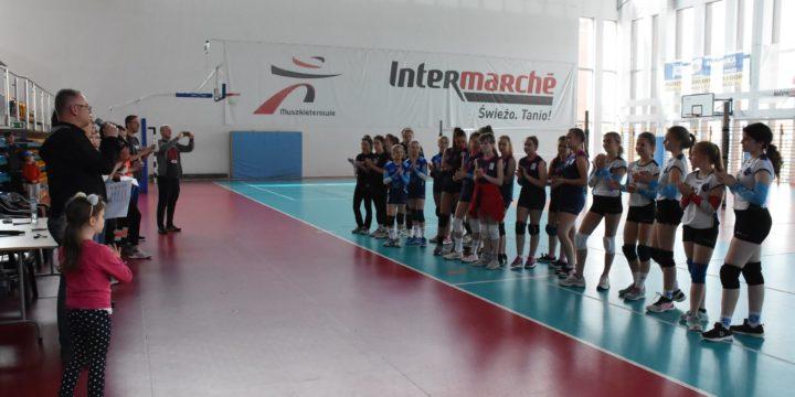 Turniej mini siatkówki czwórek dziewcząt