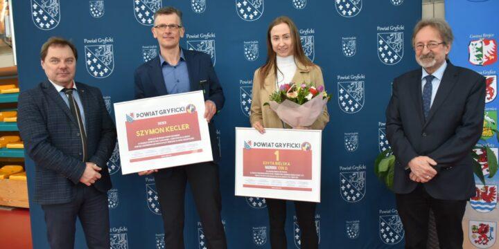 Edyta Bielska wraz z trenerem Szymonem Keclerem nagrodzeni
